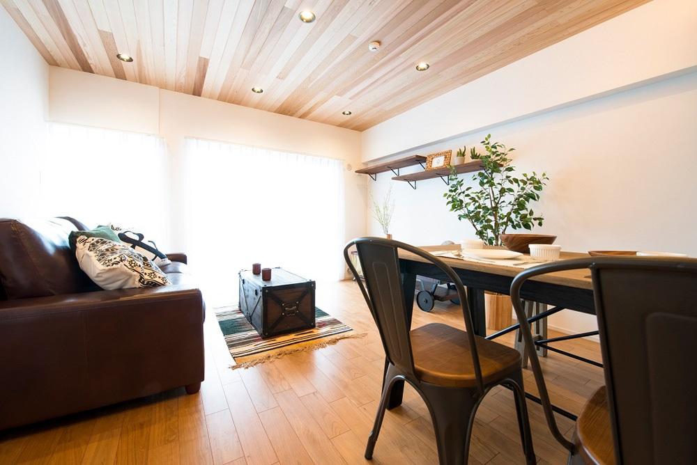 「リノデュース」のリノベーション事例「シーサイドカフェ風を楽しむ、陽光を織り込んだマンションリノベーション」