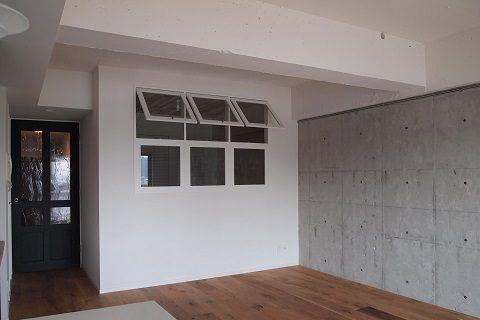 マンションリノベーション、錬、室内窓、白い窓、コンクリート打ち放し