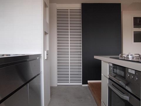 マンションリノベーション、錬、パントリー、二列型キッチン、モルタル床