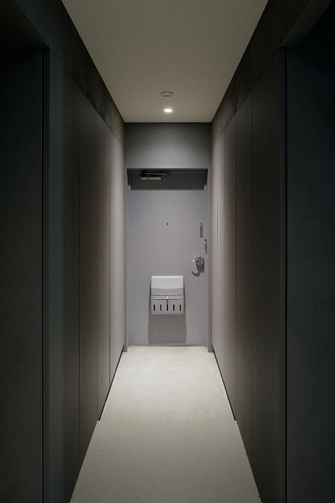 団地リノベーション、デザインライフ設計室、モダンエントランス、グレーエントランス、エントランス照明