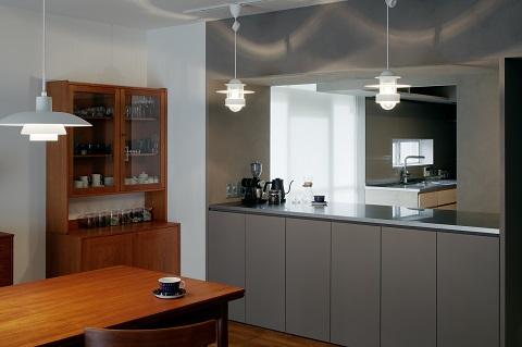 団地リノベーション、デザインライフ設計室、間仕切りカウンター、北欧照明、北欧食器棚