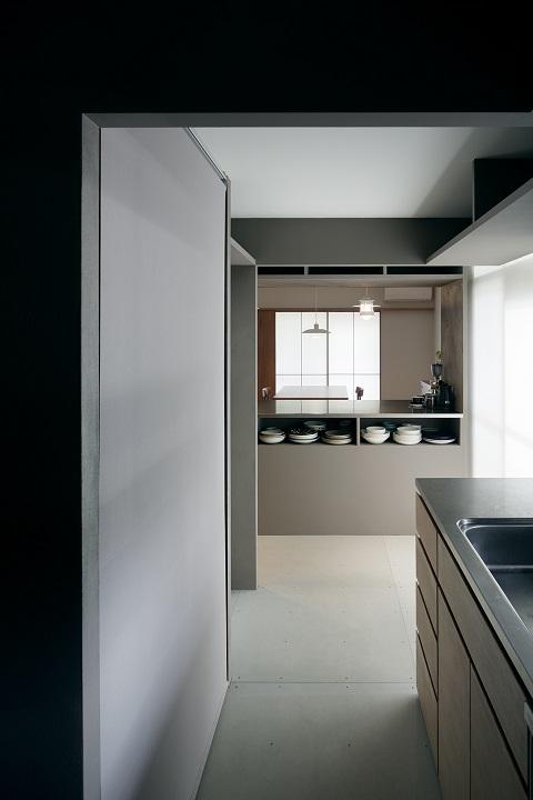 団地リノベーション、デザインライフ設計室、キッチンオープン収納、独立キッチン、モダンキッチン
