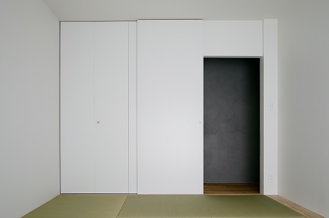 団地リノベーション、デザインライフ設計室、モダン和室、フラット引き戸、白い引き戸