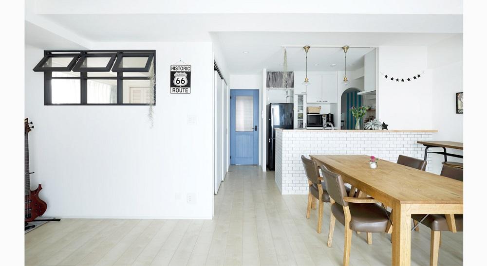 インテリックス、リノベーション、室内窓、対面キッチン、タイル風クロス