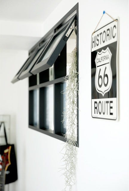 インテリックス、リノベーション、室内窓、リビング、開閉式、黒い窓枠