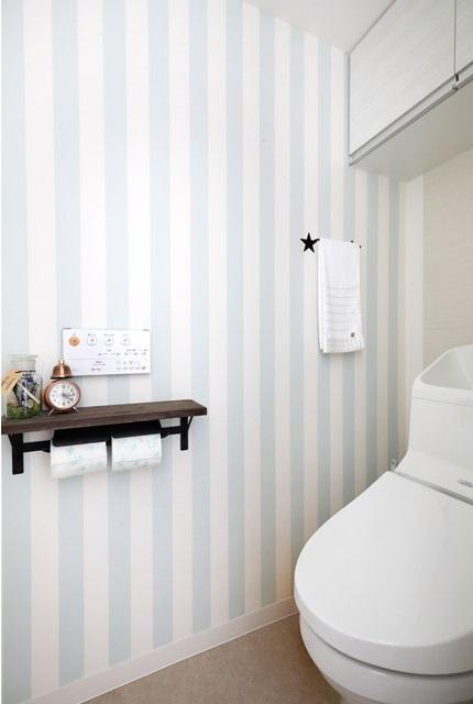 インテリックス、リノベーション、トイレ、アクセントクロス、北欧風、ストライプの壁紙