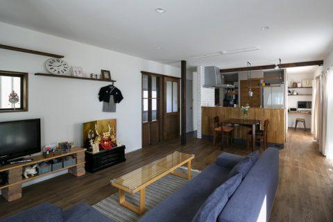 スタイル工房、戸建リノベ、リビング、ナラ無垢材、無垢フローリング、ナチュラル、飾り棚