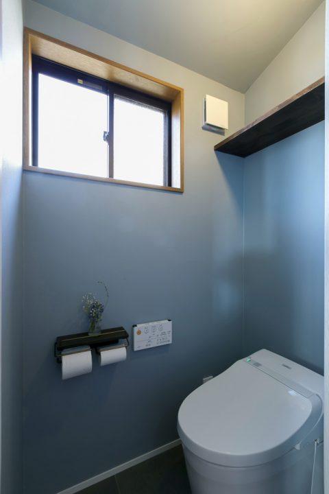 スタイル工房、戸建リノベ、トイレ、木製ペーパーホルダー、アクセントクロス