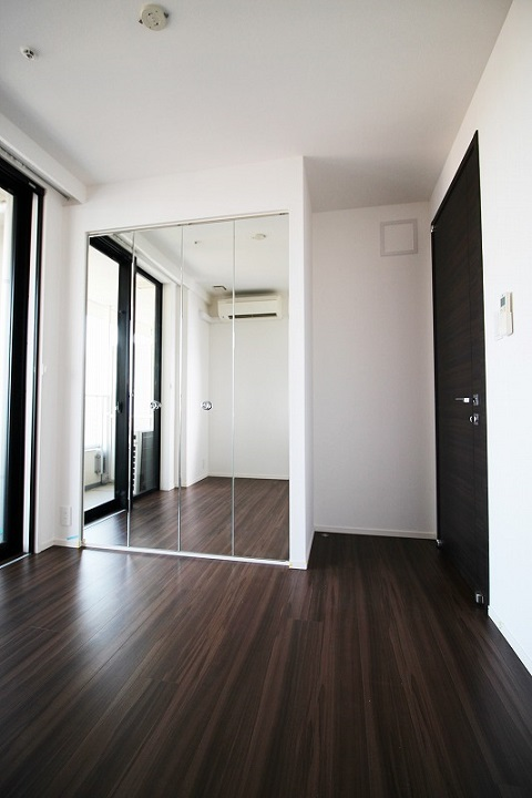 マンションリノベーション、リノベーション東京、鏡扉、鏡付き収納、子供部屋