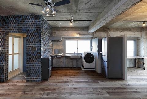 マンションリノベーション、株式会社水雅、青いタイル壁、インダストリアル、シンプルキッチン