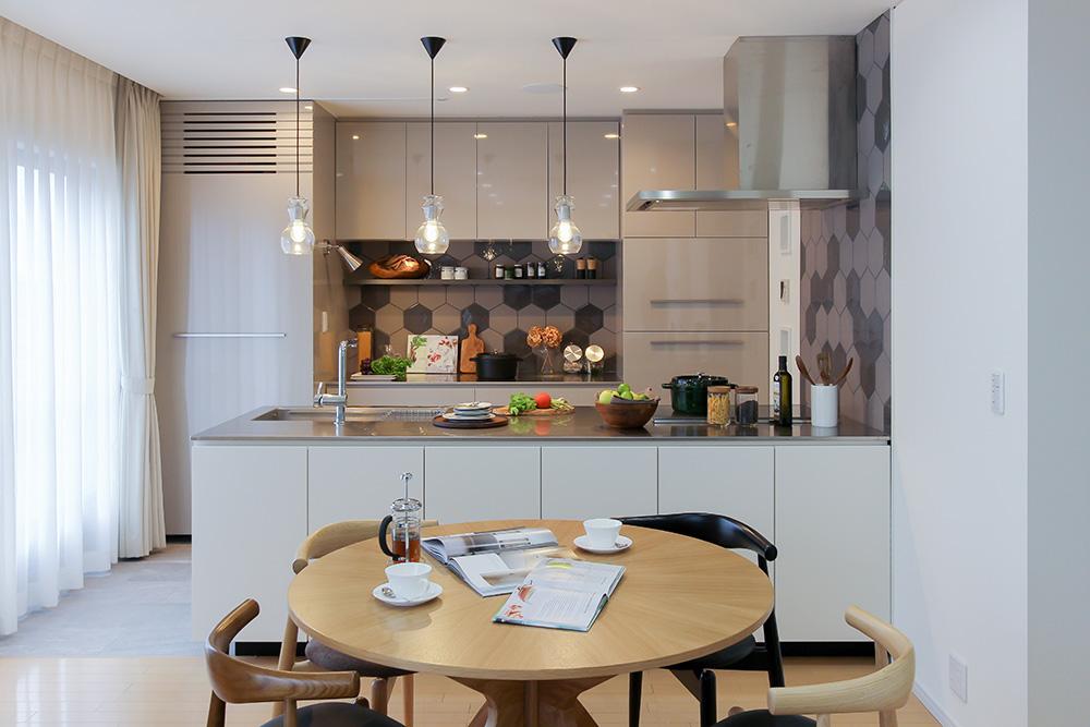 戸建て、リノベーション、住工房、愛知、オリジナルキッチン、キッチン収納、名古屋モザイク、ヘキサタイル、対面キッチン