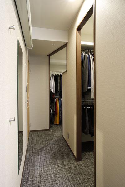 マンションリノベーション、三井のリフォーム、寝室クローゼット、ホテルライク寝室、絨毯寝室