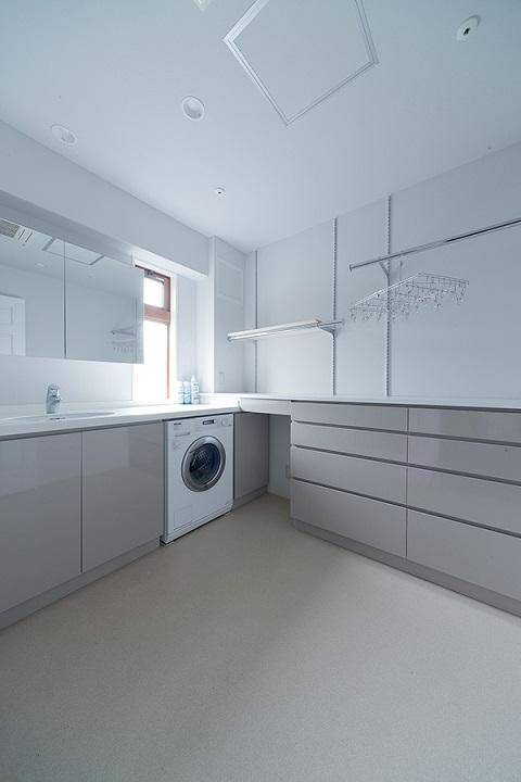 戸建てリノベーション、グラデン、理想のランドリー、室内干しあり洗面室、三面鏡収納