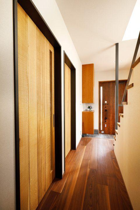 戸建てリノベ、2世帯、リノベーション、スタイル工房、共用玄関、吹き抜け、あたたかみのある空間、