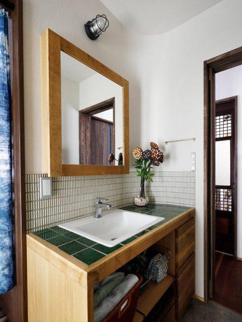戸建てリノベ、2世帯、リノベーション、スタイル工房、タイル、洗面室、洗面台、オリジナル、タオルウォーマー