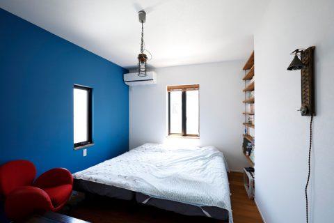戸建てリノベ、2世帯、リノベーション、スタイル工房、アクセントクロス、寝室、マリンランプ、西海岸風、オープン棚