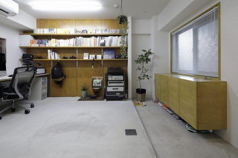 マンションリノベーション、東京リノベ、モルタル床、木質系壁、SOHO