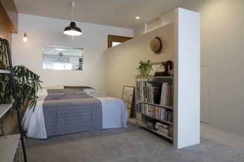 マンションリノベーション、東京リノベ、リビング寝室、室内窓、ベッドルーム間仕切り