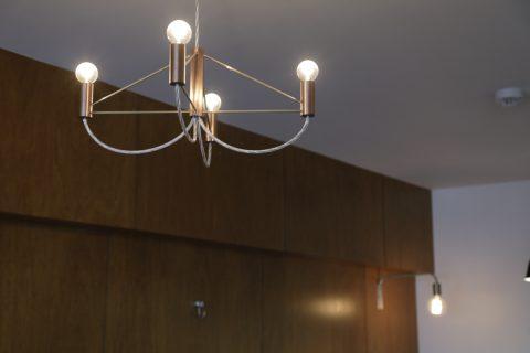 マンションリノベーション、東京リノベ、レトロ照明、シンプルシャンデリア、シルバー照明