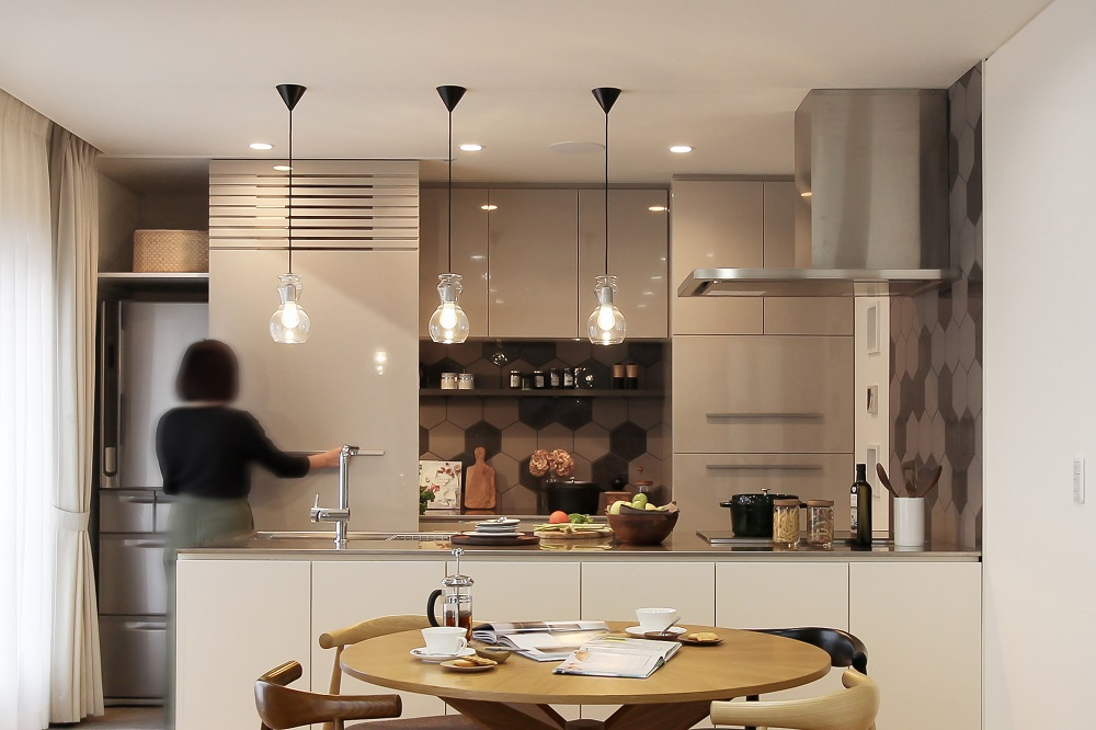 「住工房株式会社」のリノベーション事例「キッチンが主役。心地よいおもてなしの空間をリノベーションで実現。」