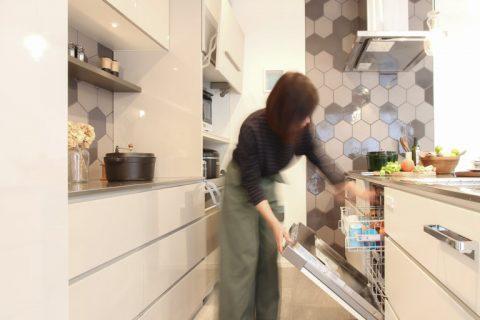 戸建リノベ、住工房、愛知県、オリジナルキッチン、キッチン収納、名古屋モザイク、ヘキサタイル、ミーレ、食洗器