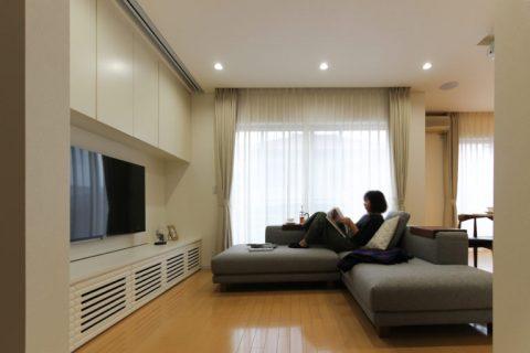 戸建リノベ、住工房、愛知県、リビング収納、壁面収納、カウチソファ、