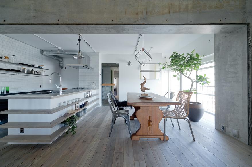 マンションリノベーション、ハコリノベ、キッチン飾り棚、足場板フローリング、北欧インテリア