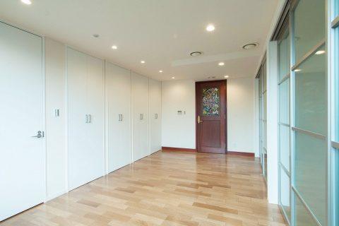 マンションリノベーション、リノベーション東京、広々WIC、ステンドグラス、引き戸収納