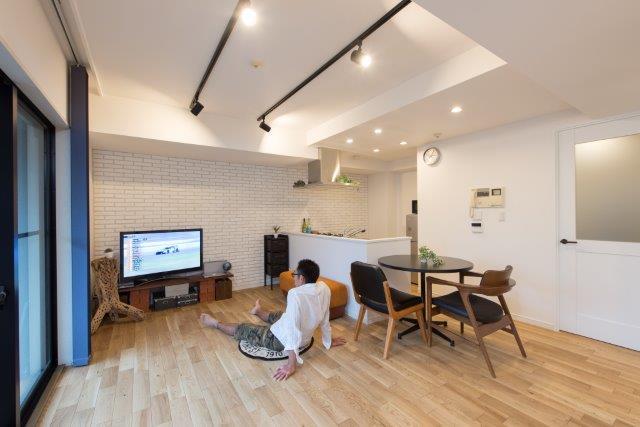 「野村不動産パートナーズ」のリノベーション事例「目指したのは「モダンブルックリン」。カフェのようにおしゃれでくつろげるマイホーム」