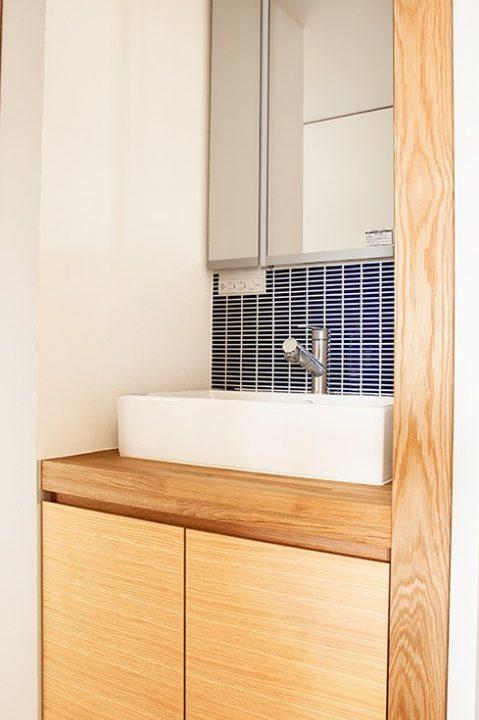 水雅、工務店、リノベーション、マンションリノベーション、造作洗面台、タイル張り、すっきり洗面台