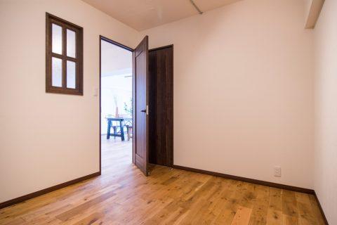 マンションリノベーション、リノデュース、室内窓、四分割窓、ナラ無垢