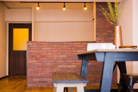 マンションリノベーション、リノデュース、ブリックタイル、タイル腰壁、対面キッチン