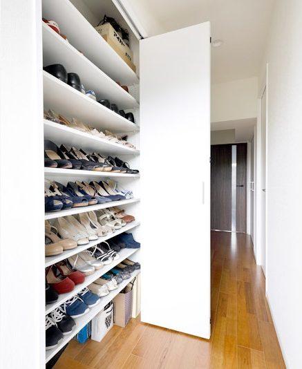 マンションリノベーション、インテリックス空間設計、大容量靴箱、すっきり玄関、天井まで収納