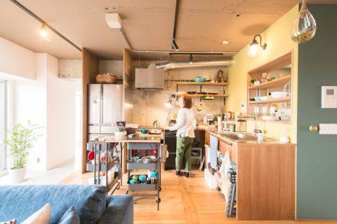 マンションリノベーション、ゼロリノベ、イエロー壁、オープンキッチン、キッチンワゴン