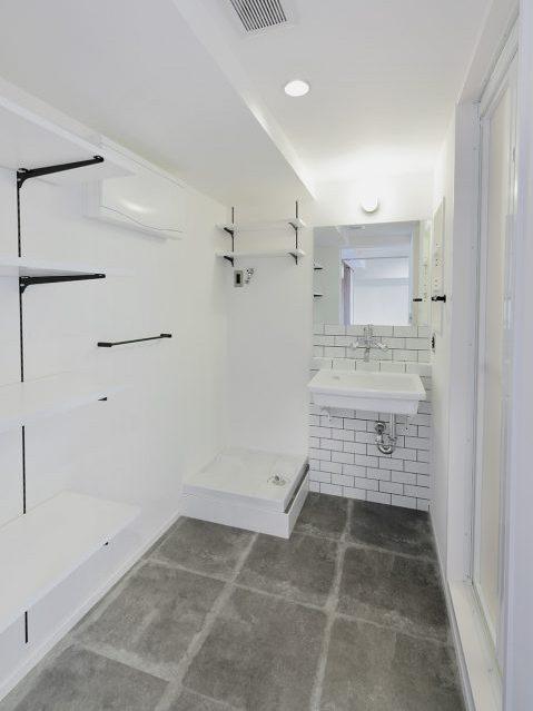 マンションリノベーション、水雅、実験用シンク、ホワイト洗面室、洗面収納