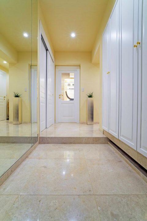 マンションリノベーション、クオリア、大理石玄関、ホテルライク玄関、玄関ミラー