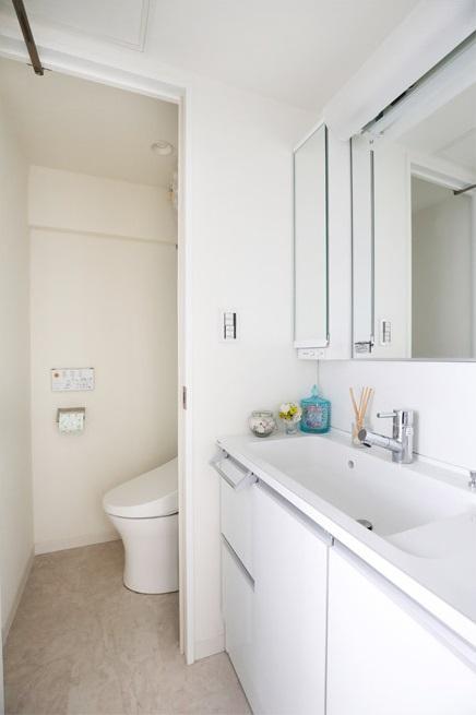 マンションリノベーション、インテリックス空間設計、カウンター一体型洗面、白い洗面台、洗面トイレ