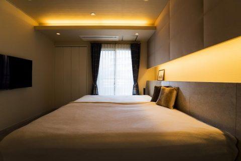 マンションリノベーション、クオリア、大人ベッドルーム、間接照明、ヘッドボード造作