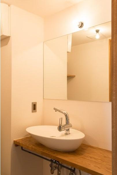 マンションリノベーション、ゼロリノベ、ベッセル洗面、木製洗面カウンター、収納付き鏡