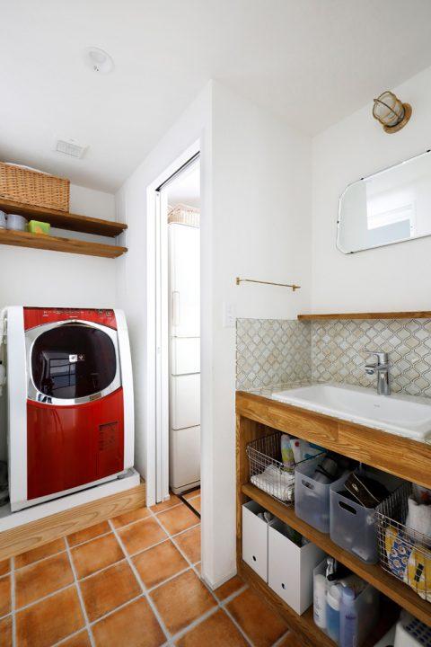 マンションリノベーション、スタイル工房、洗面室、洗面台、水まわり収納、タイル壁、フロアタイル