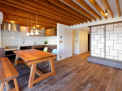 「株式会社 水雅」のマンションリノベーション事例「造作のダイニングテーブルを主役に。格子戸・漆喰、和の意匠が生きるリノベーション」