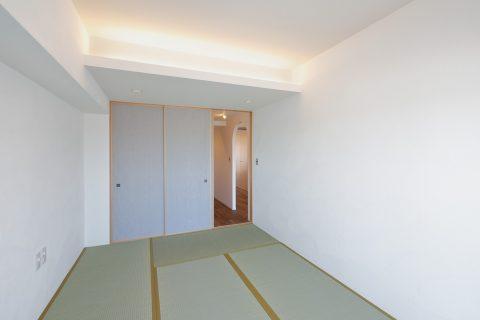 マンションリノベーション、水雅、コーブ照明、シンプル和室、グレー和紙襖