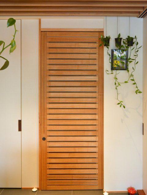 マンションリノベーション,ハンズデザイン一級建築士事務所,玄関,木製ルーバー,網戸