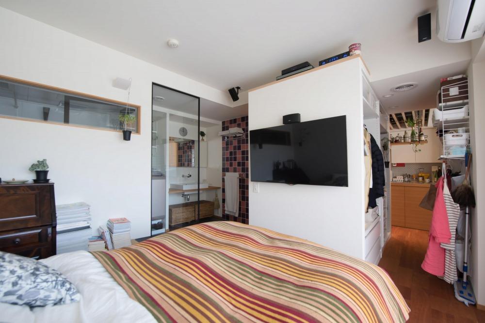 マンションリノベーション,ハンズデザイン一級建築士事務所,寝室,室内窓,壁掛けテレビ
