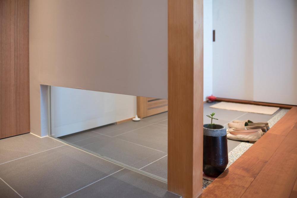 マンションリノベーション,ハンズデザイン一級建築士事務所,タイル床,玄関,トイレ