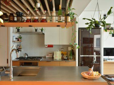 「ハンズデザイン一級建築士事務所」のマンションリノベーション事例「52平米のマンションをフルリノベ。光と風が通り抜ける回遊型の住まいに」