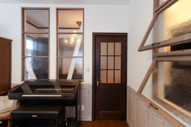 戸建リノベーション,住工房株式会社,室内窓,腰壁,ステンドグラス