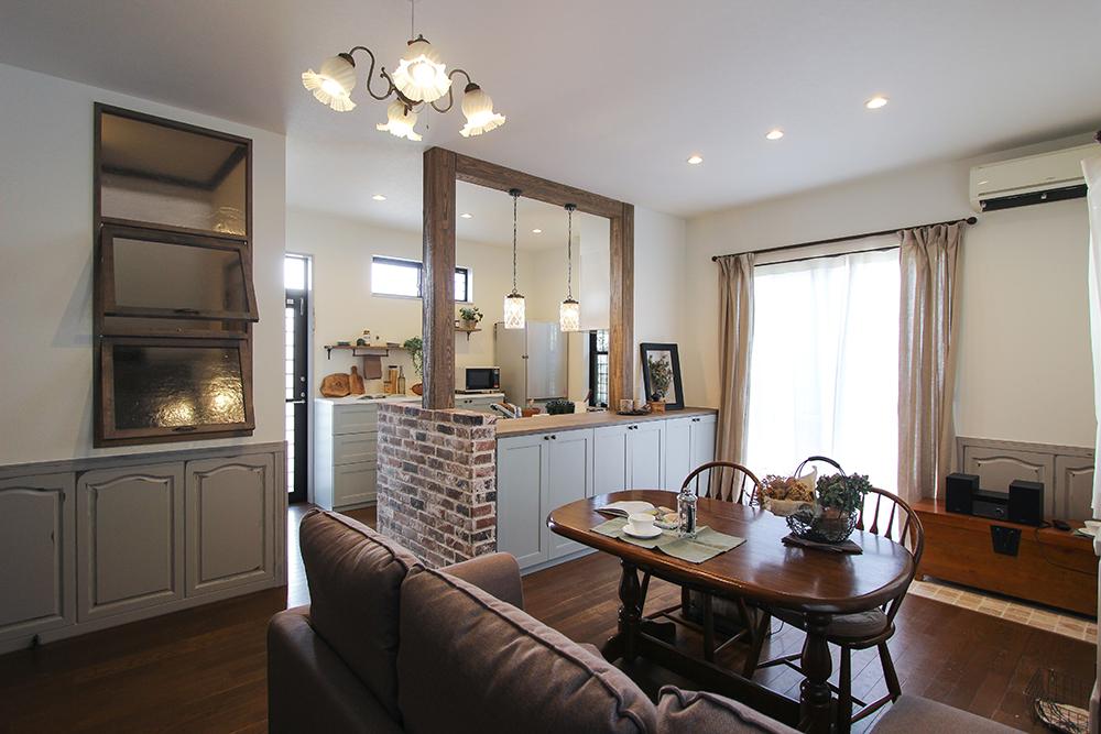 「住工房株式会社」のリノベーション事例「キッチンに立つのが楽しい! 大人かわいいプロヴァンス風のLDKへ大改装リノベーション」