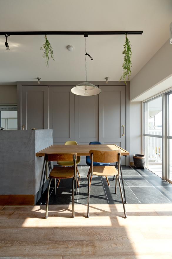 マンションリノベーション,スクールバス空間設計,キッチン,造作,ダイニングテーブル