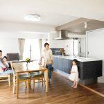 「インテリックス空間設計」の「妻のオープンキッチンを優先に。和洋室の間取りを一新したリノベ。」